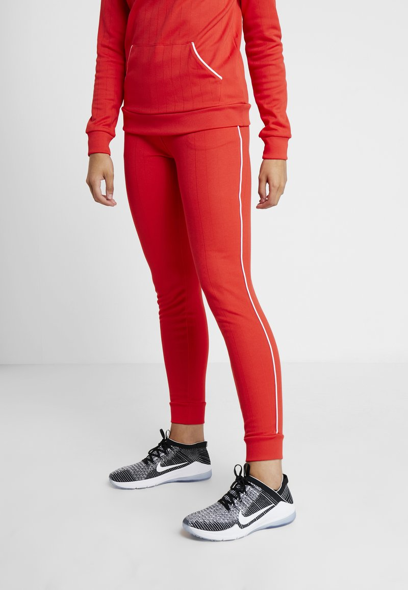 ONLY Play - JOANNA REGULAR PANTS - Collant - flame scarlet/white