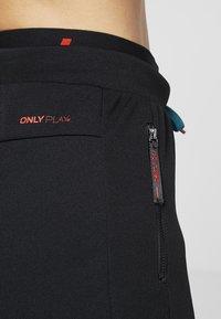 ONLY Play - ONPEVE PANTS - Teplákové kalhoty - black/shaded spruce/flame scar - 5