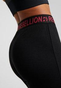 ONLY Play - ONPAERIES LOOSE BRUSH PANTS - Teplákové kalhoty - black/beet red - 4
