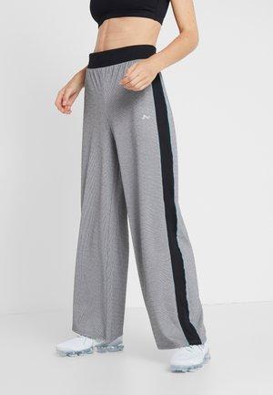 ONPMEDUSA LOOSE PANTS - Verryttelyhousut - dark grey melange/black