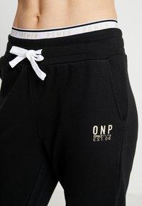 ONLY Play - ONPNAHLA PANTS - Pantalones deportivos - black - 4
