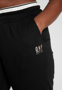 ONLY Play - ONPNAHLA PANTS CURVY - Verryttelyhousut - black - 5