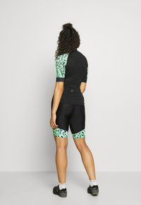 ONLY Play - ONPPERFORMANCE BIKE SHORTS - Tights - green ash - 2