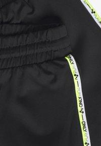 ONLY Play - ONPADOR PANTS CURVY - Teplákové kalhoty - black - 2