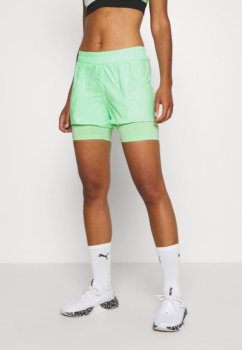 ONLY Play - ONPMADI LOOSE TRAINING SHORTS - Sports shorts - green ash