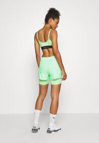 ONLY Play - ONPMADI LOOSE TRAINING SHORTS - Sports shorts - green ash - 2