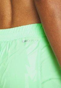 ONLY Play - ONPMADI LOOSE TRAINING SHORTS - Sports shorts - green ash - 5