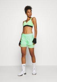 ONLY Play - ONPMADI LOOSE TRAINING SHORTS - Sports shorts - green ash - 1
