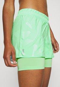 ONLY Play - ONPMADI LOOSE TRAINING SHORTS - Sports shorts - green ash - 3