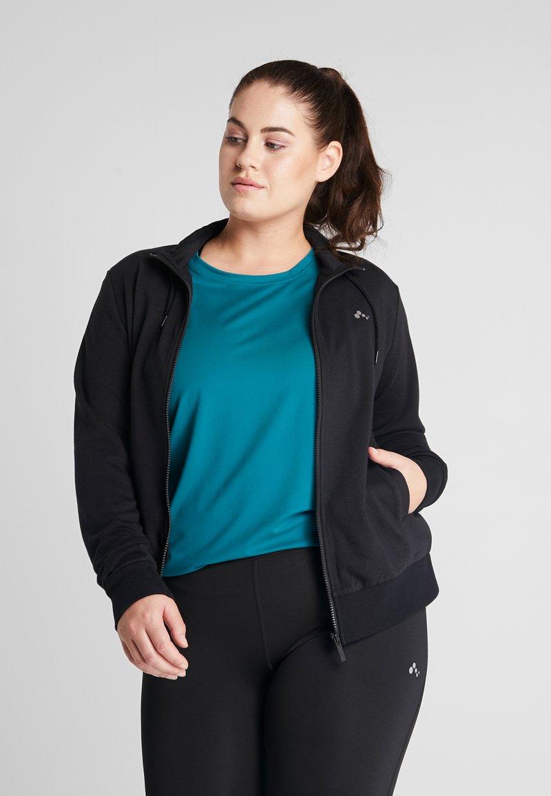 ONLY Play - ONPELINA HIGH NECK CURVY OPUS - veste en sweat zippée - black