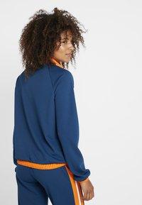 ONLY Play - ONPTANGERINE ZIP TRACK JACKET - Sportovní bunda - gibraltar sea/celosia orange - 2