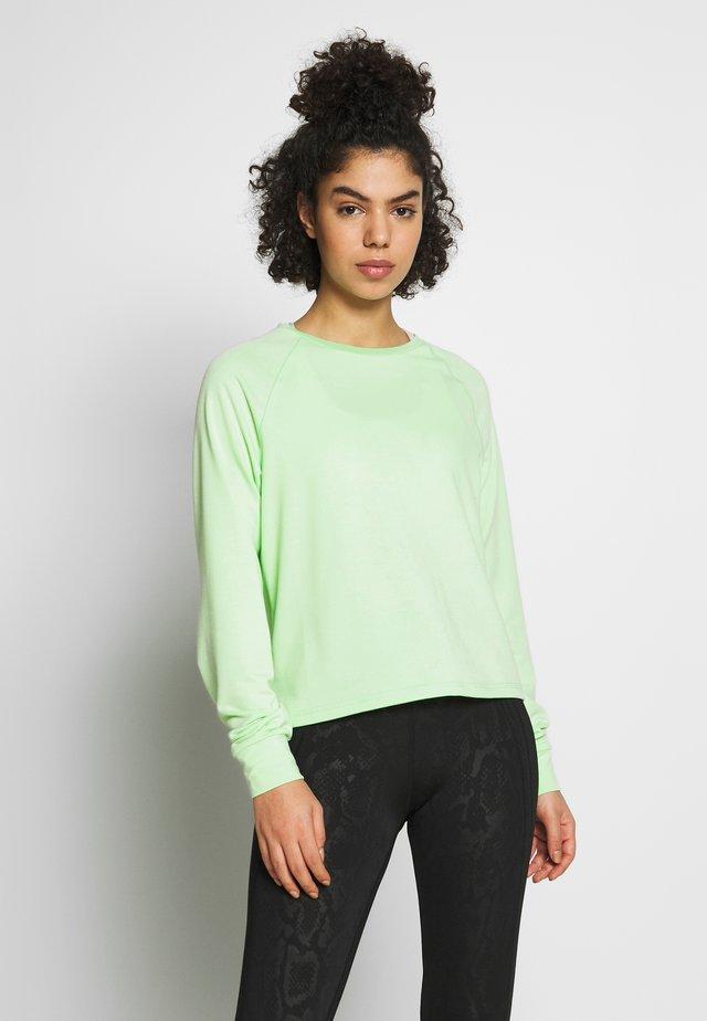 ONPPERFORMANCE CREW NECK - Sweatshirt - green