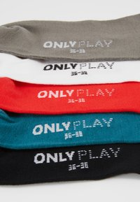 ONLY Play - ONPTRAINING FOOTIE 5 PACK - Sportssokker - black/shaded spruce/flame scarlet - 2