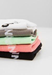 ONLY Play - ONPTRAINING SOCKS COLOR 5 PACK - Sportsocken - black/white/light grey melange/strawberry - 2