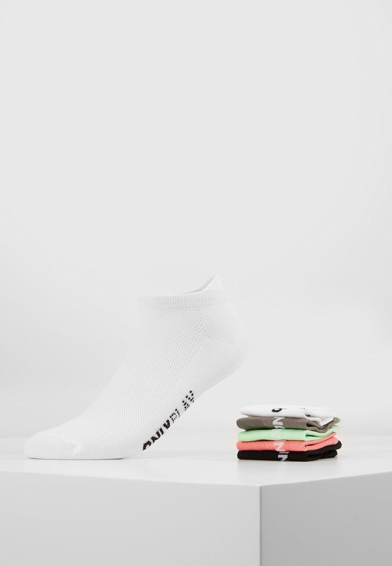 ONLY Play - ONPTRAINING SOCKS COLOR 5 PACK - Sportsocken - black/white/light grey melange/strawberry