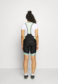 ONLY Play - ONPPERFORMANCE BIKE BIB - Leggings - black/green ash - 2