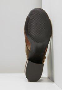New Look 915 Generation - SUZIE CUT OUT HIGH VAMP - Sandales - dark khaki - 5