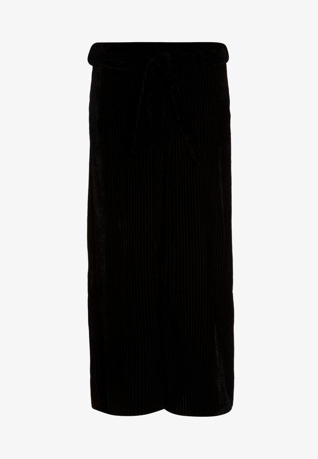 BELTED CULOTTE - Kalhoty - black