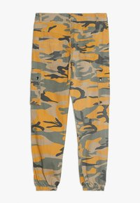 New Look 915 Generation - CAMO CARGO PANT - Jeans Relaxed Fit - yellow - 1