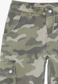 New Look 915 Generation - CAMO CARGO PANT - Cargo trousers - green - 3