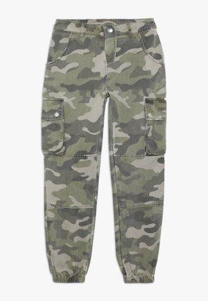 CAMO CARGO PANT - Pantalones cargo - green