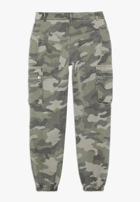 New Look 915 Generation - CAMO CARGO PANT - Cargo trousers - green - 1