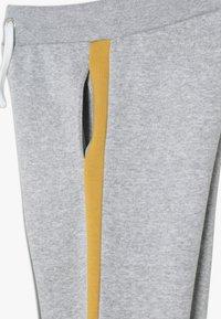 New Look 915 Generation - COLOUR BLOCK SIDE STRIPE - Pantalones deportivos - mid grey - 3