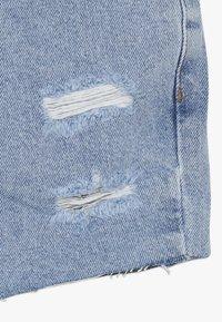 New Look 915 Generation - ANNIE RIPPED MOM SHORT  - Džínové kraťasy - blue pattern - 2