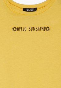 New Look 915 Generation - HELLO SUNSHINE SLOGAN TEE - T-shirt med print - yellow - 3