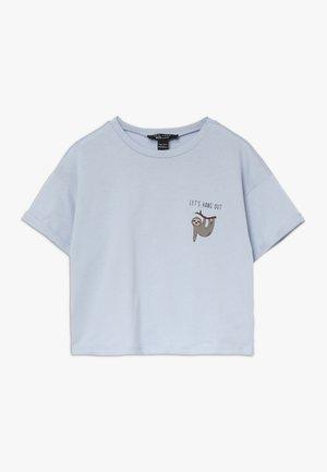 LETS HANG OUT SLOTH SLOGAN TEE - T-shirt med print - light blue