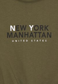 New Look 915 Generation - NY MANHATTAN LOGO TOGGLE HEM TEE - Print T-shirt - khaki - 2