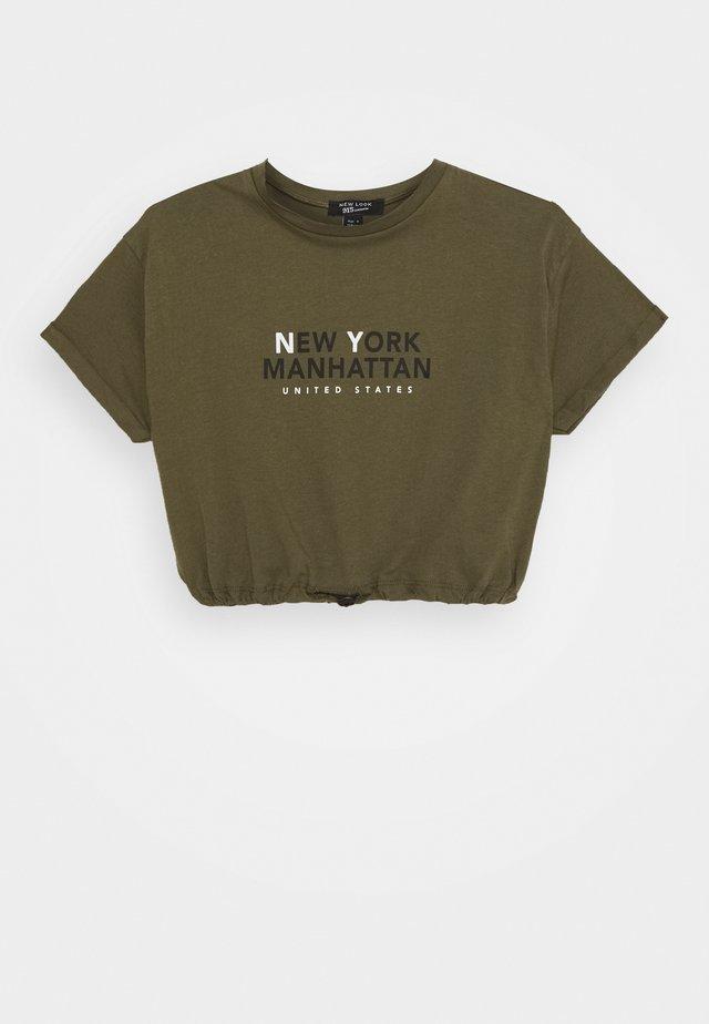 NY MANHATTAN LOGO TOGGLE HEM TEE - T-shirt print - khaki