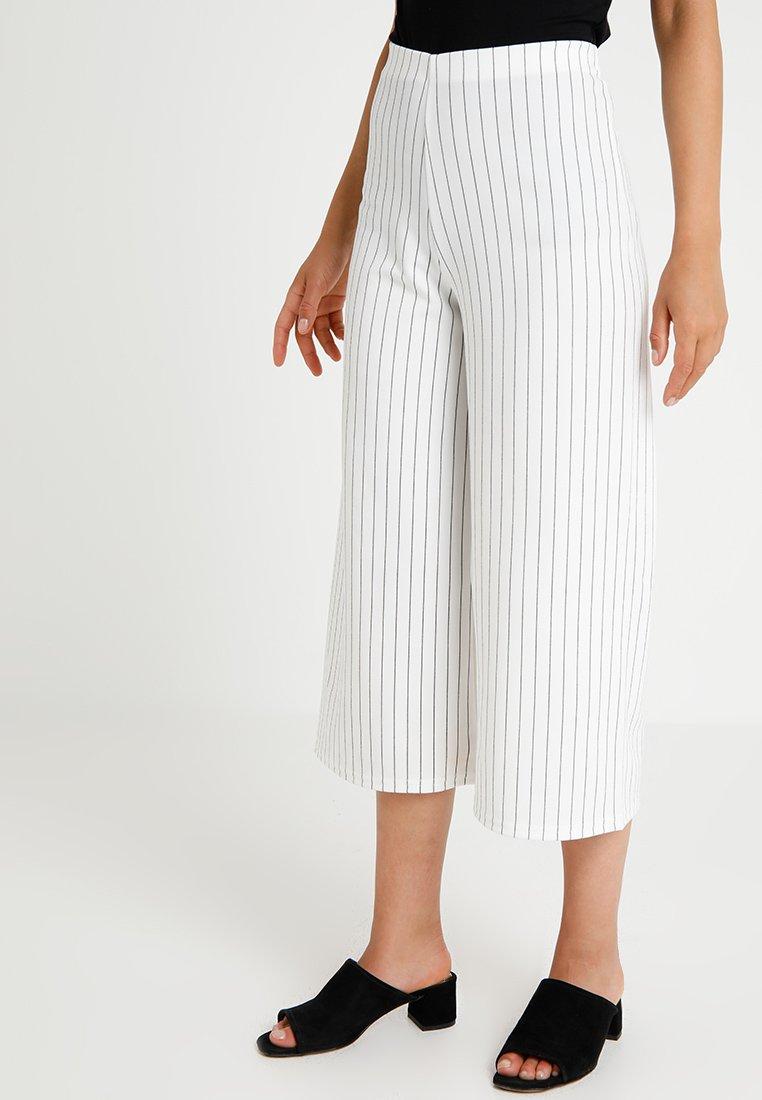 New Look Petite - STRIPE CULOTTE TROUSERS - Pantalones - white pattern