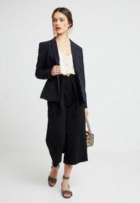 New Look Petite - EMERALD TIE WAIST CROP - Pantaloni - black - 1