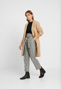 New Look Petite - POW CHECK TROUSER - Stoffhose - black - 1