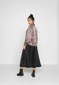New Look Petite - PLEAT MID SKIRT - A-line skirt - black - 2