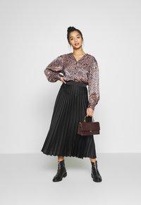 New Look Petite - PLEAT MID SKIRT - A-line skirt - black - 1