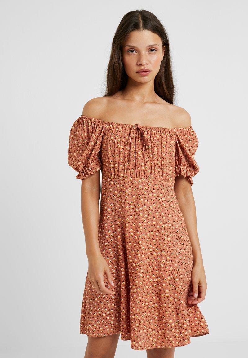 New Look Petite - PRINT DITSY GATHERED PRAIRIE TEA DRESS - Day dress - brown