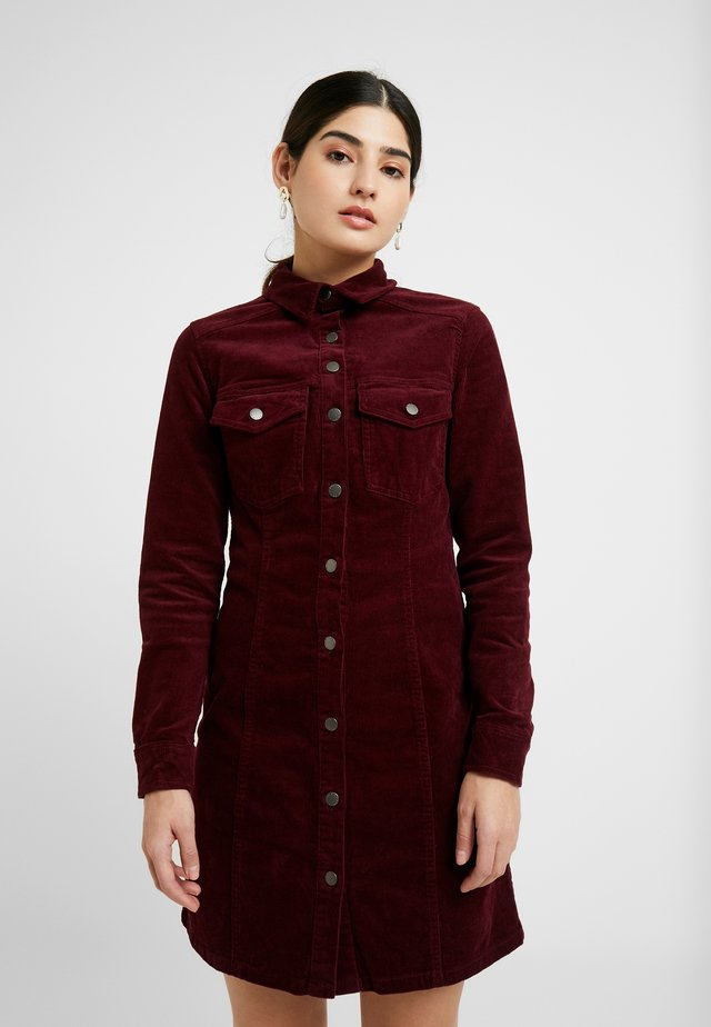BODYCON DRESS - Skjortklänning - red