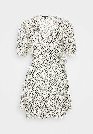 GEORGIE SHIRRED CUFF WRAP MINI - Korte jurk - white
