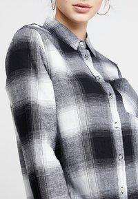 New Look Petite - MARTHA MONO CHECK - Koszula - black - 4