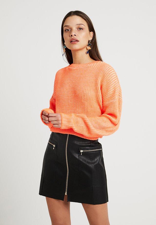 FLURO SLOUCHY JUMPER - Strikkegenser - bright orange