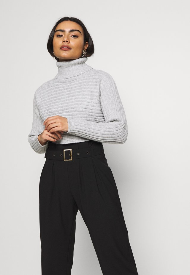 CROPPED ROLL NECK - Strickpullover - light grey