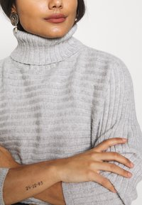 New Look Petite - CROPPED ROLL NECK - Sweter - light grey - 5
