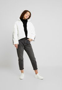 New Look Petite - CROPPED ROLL NECK - Neule - black - 1