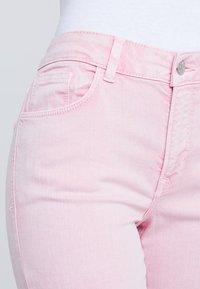 New Look Petite - Vaqueros pitillo - pink - 4