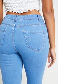 New Look Petite - SUPERSOFT - Jeans Skinny Fit - blue - 3