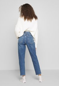 New Look Petite - WAIST ENHANCE MOM - Relaxed fit jeans - light blue - 2