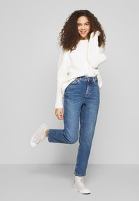 New Look Petite - WAIST ENHANCE MOM - Relaxed fit jeans - light blue - 1