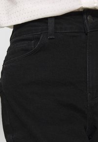 New Look Petite - WAIST ENHANCE MOM - Jeans relaxed fit - black - 5